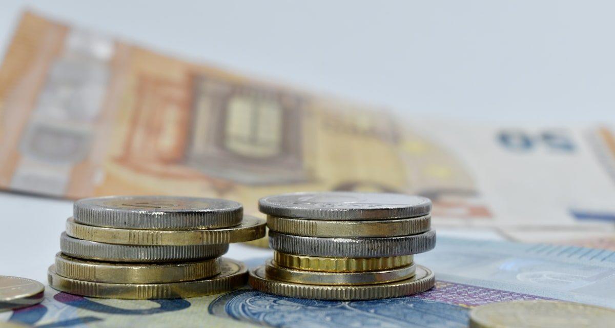 Câştigul salarial mediu nominal net a scăzut la 3.365 lei, în luna februarie