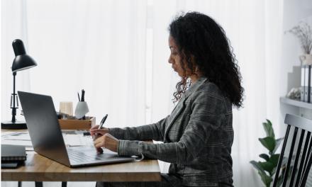 Opt chestiuni de actualitate pe care orice angajator ar trebui să le știe: De la testarea celor nevaccinați la plata muncii suplimentare