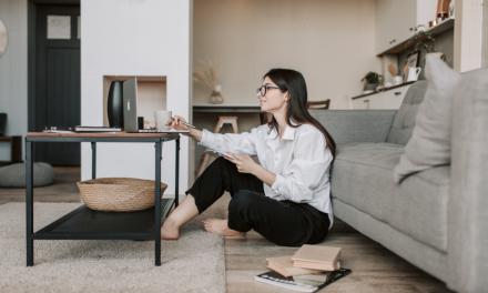 Un sfert dintre angajaţi preferă să lucreze în continuare de acasă