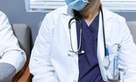 Clinicile din străinătate atrag medicii români cu salarii de 10.000 de euro